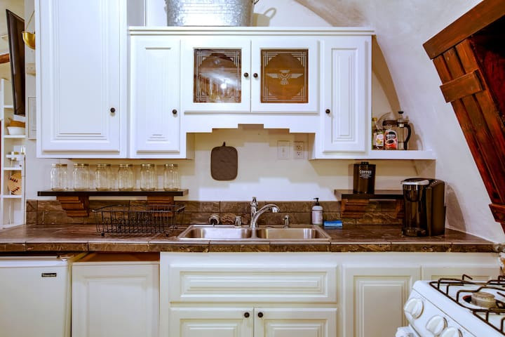 A fully equipped kitchen has all the amenities necessary for dining in.