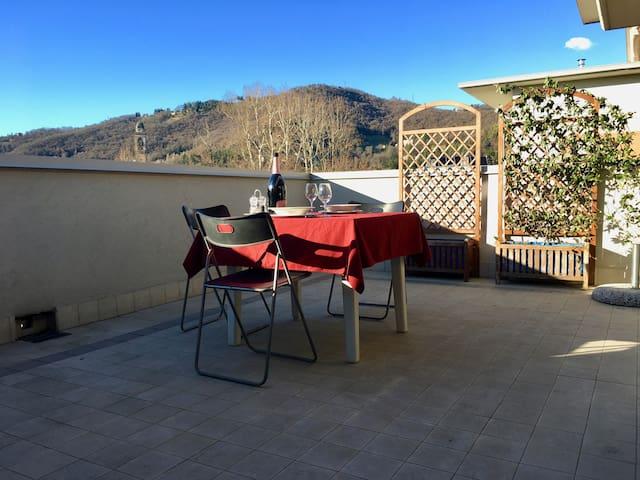 Attico appartamento in centro Bergamo - Bergamo - Apartament