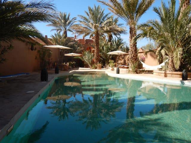 DAR PIENATCHA  Suite famille chocolat vue piscine