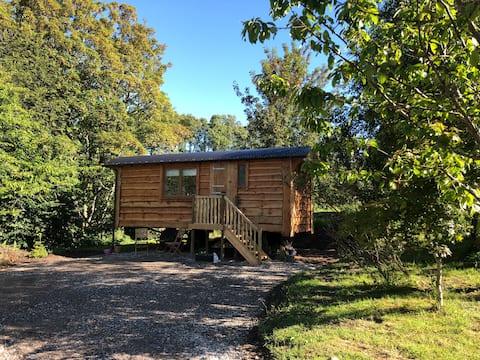 Stoneyfield Shepherd's Hut, Glen Urquhart, L. Ness