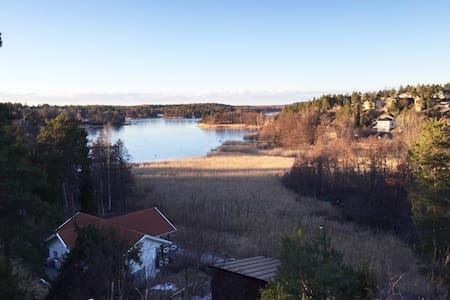 Modern spacious house with a seaview - Värmdö - 独立屋