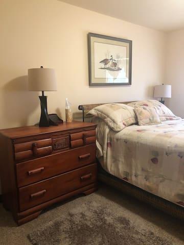 Corydon Apartment with nice view & furnishings.