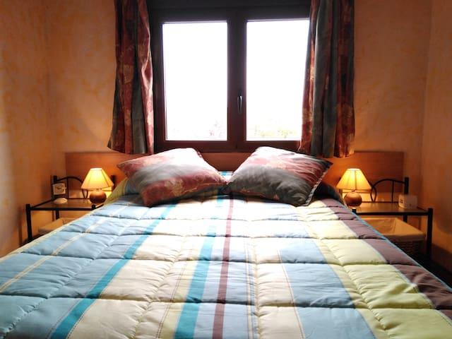 Habitación, cama de matrimonio