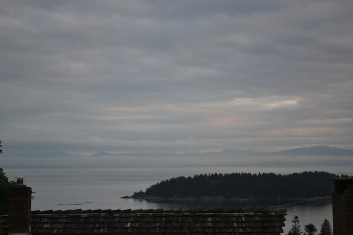 """Passiflora"" - Beautiful Private Suite-Ocean Views - Sechelt - Apartment"