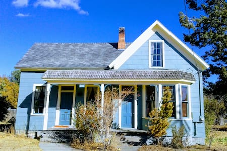Charming 1882 Cottage in Baker City