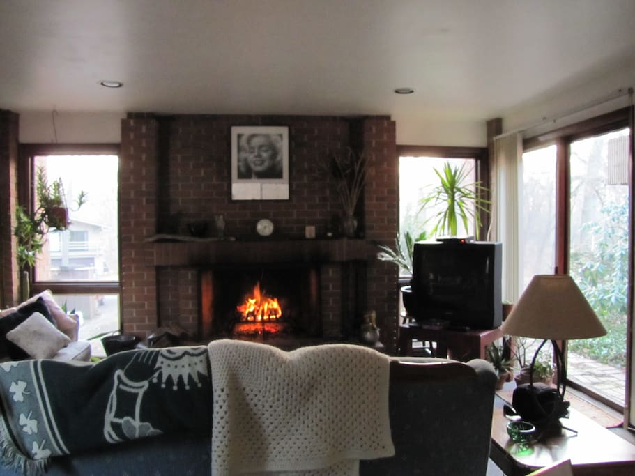 Spacious livingroom  with fireplace
