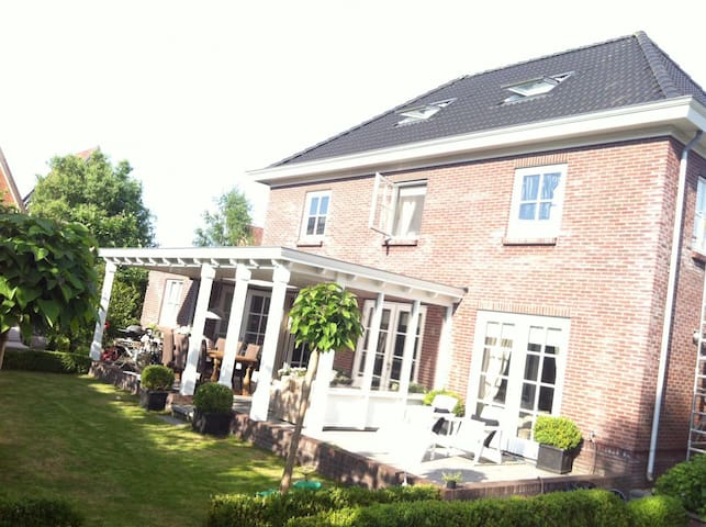 Luxury Villa with sauna & jacuzzi close to Utrecht