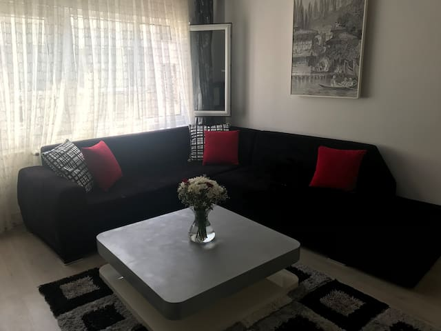 1 bed apt very close to Osmanbey metro station