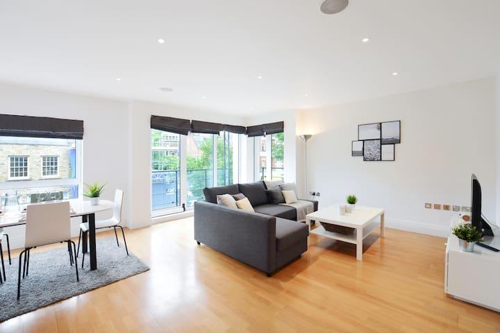 Fantastic 4-bed flat in Chelsea