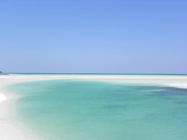 SummerBreeze Beach Villa - Rumah