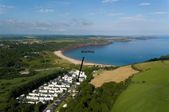 Location of Beachtop chalet - our chalets are very close to beautiful Freshwater East beach in a quiet cul-de-sac