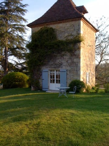Pigeonnier du château de Lassalle - Laplume - Huis