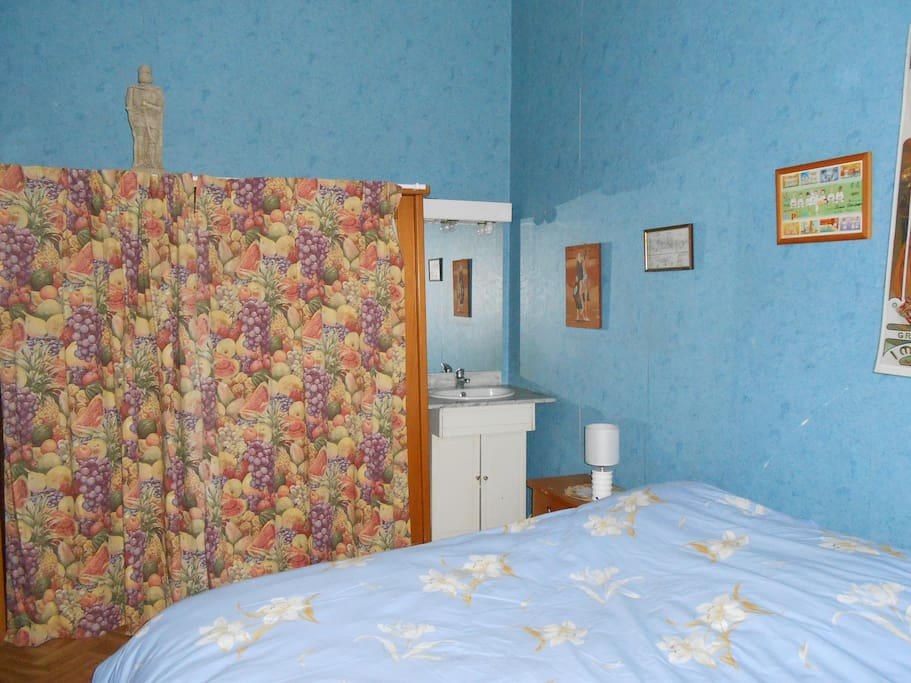chambre avec lavabo