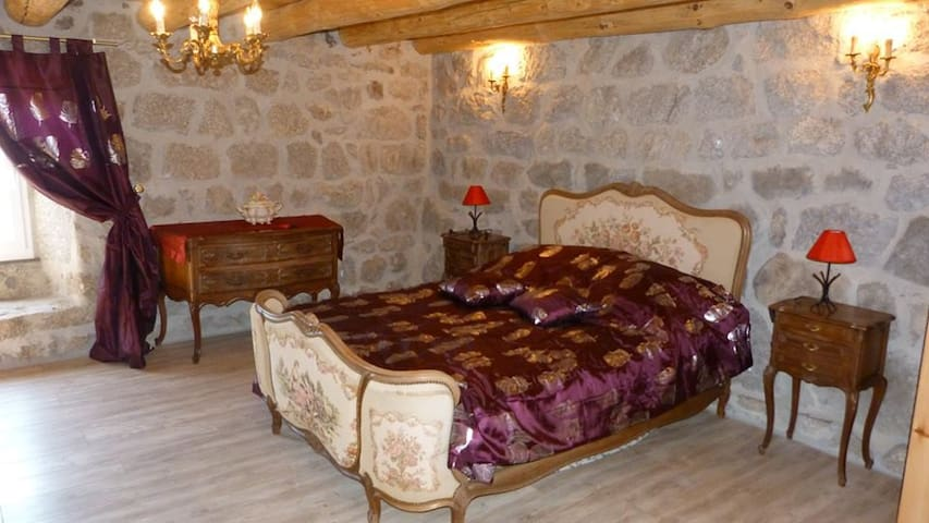 Au Repos d'Antan - grezes - Bed & Breakfast