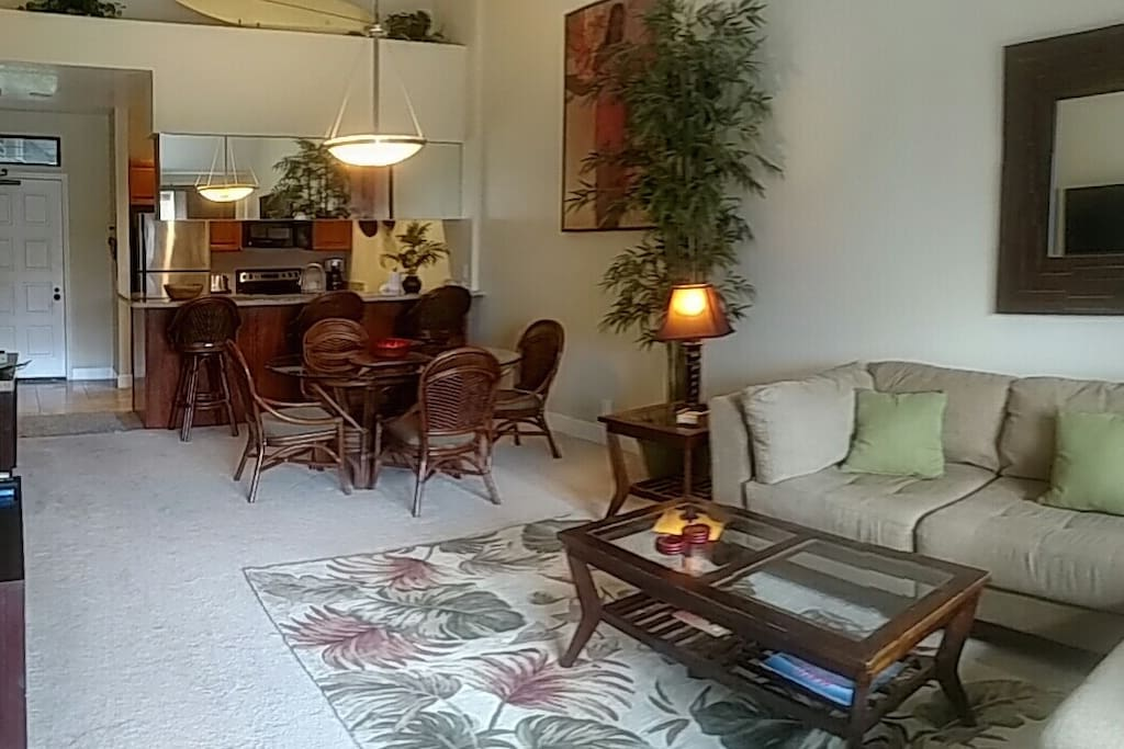 Spacious living and dining room area