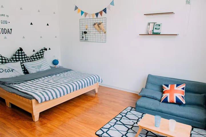 哥本哈根大床房(整栋别墅有7间房 这为其中一间 可整租或单租 离市区5分钟车程 环境宜人)