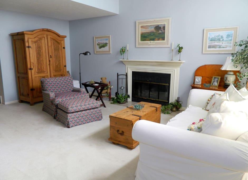 Living room with views of lake Michigan