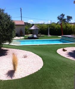 Gîte avec piscine sur propriété. - Fabrezan
