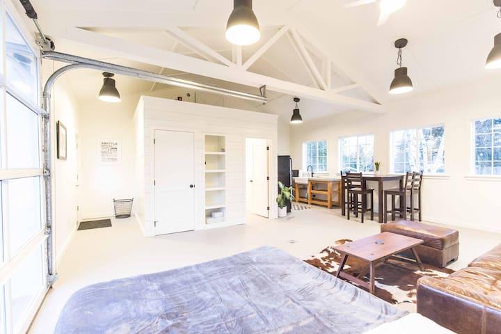 Spacious Studio in Kirkland