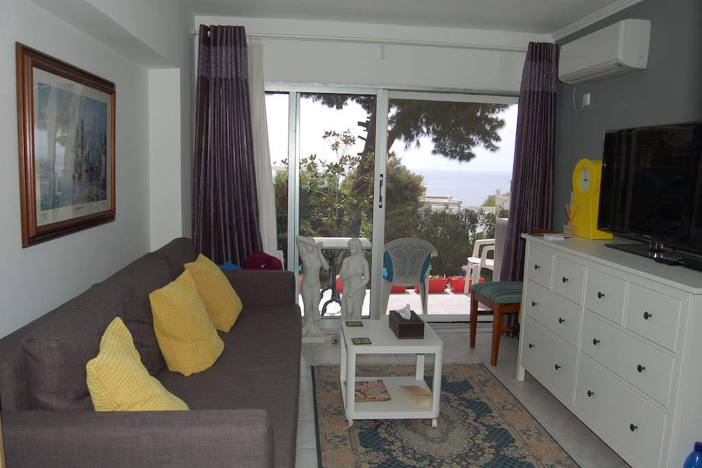 Newly renovated studio with beautiful view of the sea from the sofa