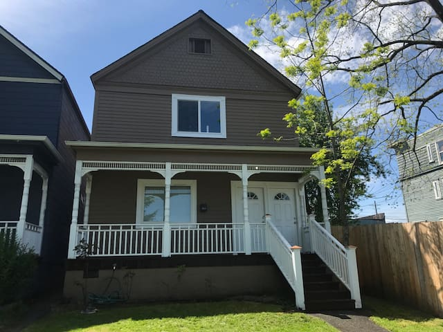 Lovely Downtown Tacoma Home Unit B