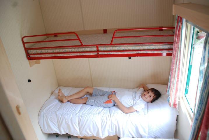 Petite chambre 3 lits