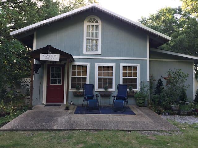 Camellia Cottage...your private retreat