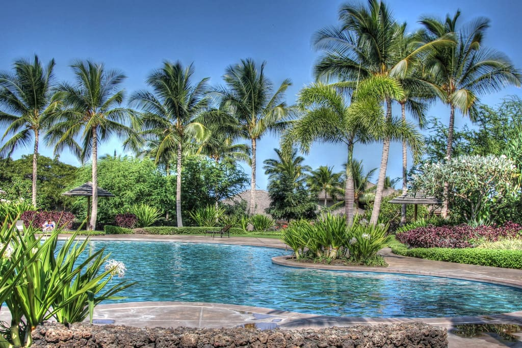Family pool at Kulalani