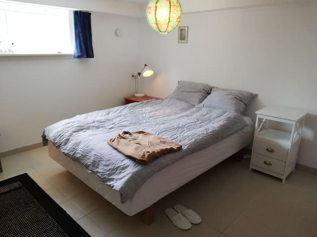 Hyggeligt privat soveværelse tæt på byen!