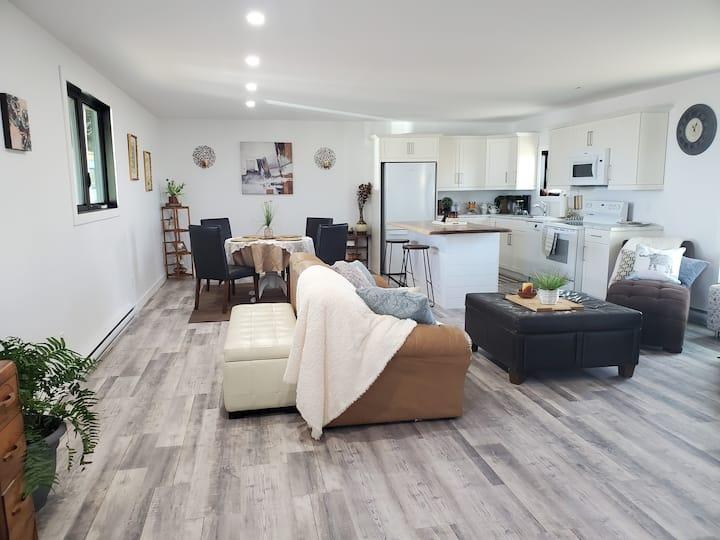 Pelican Lounge #1 - Lakefront Rental