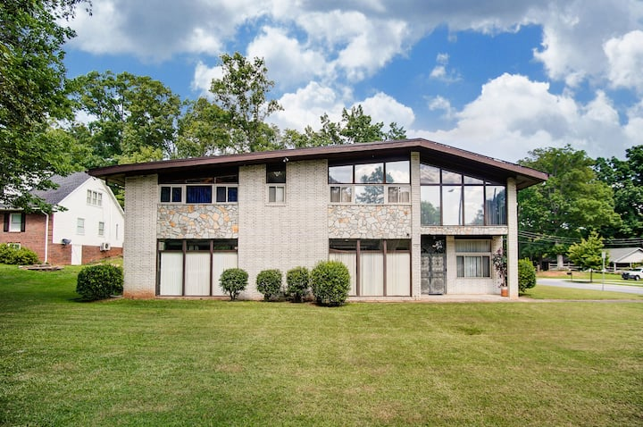Very Large Charlotte home with a Pool Table & Gym