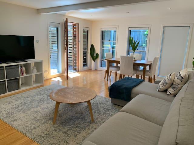 Currumbin Getaway Villa. 2-6 month Rentals Only