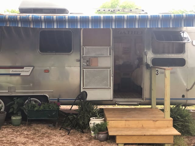 """""""The Wanderer"""" Vintage Airstream- Old Town Leander"""
