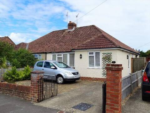 Quiet Bungalow walkable from Central Chichester
