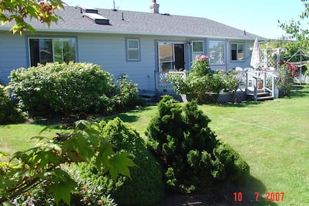 Qualicum Beach Rancher - Qualicum Beach