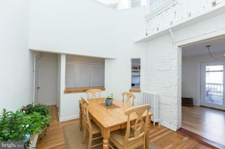 Amazing rooms in 4bed/3bath Georgetown townhouse