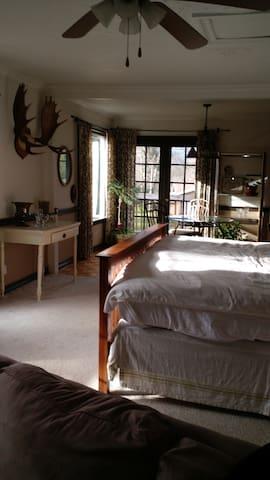The Riverview Suite at Kendra's River Inn - Nehalem - Penzion (B&B)