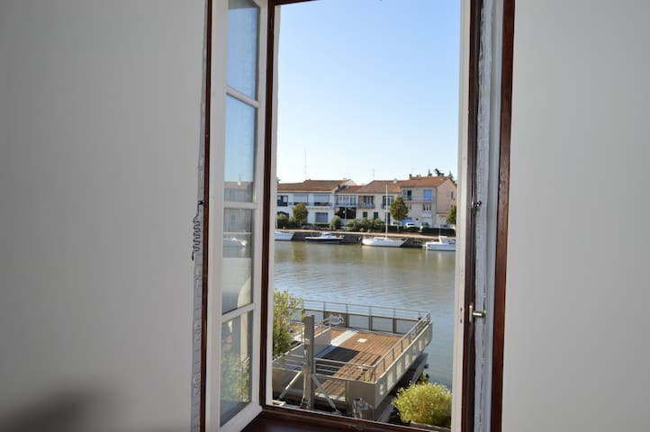 Lovely River & French Square views. Sleeps 2/4.