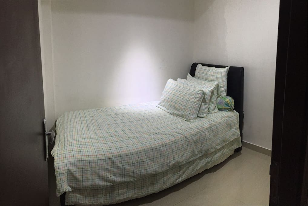 2nd bed room . 2 single bed size 100cm x 200cm