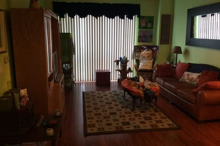 Convenient Condo with many choices right outside! - Rockville - Departamento