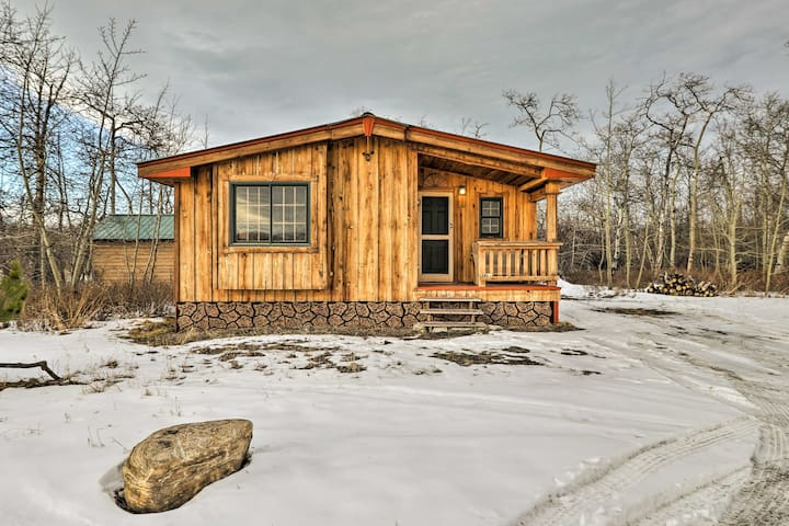 NEW! Babb Cabin 5 Minutes to Glacier National Park