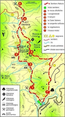 Anello della Valle Gargassa. Costeggia il campo sportivo e risale la Val Gargassa, che diventa via via più stretta e rocciosa. Lungo il sentiero si può scendere su qualche spiaggetta e immergersi nell'acqua limpida e cristallina