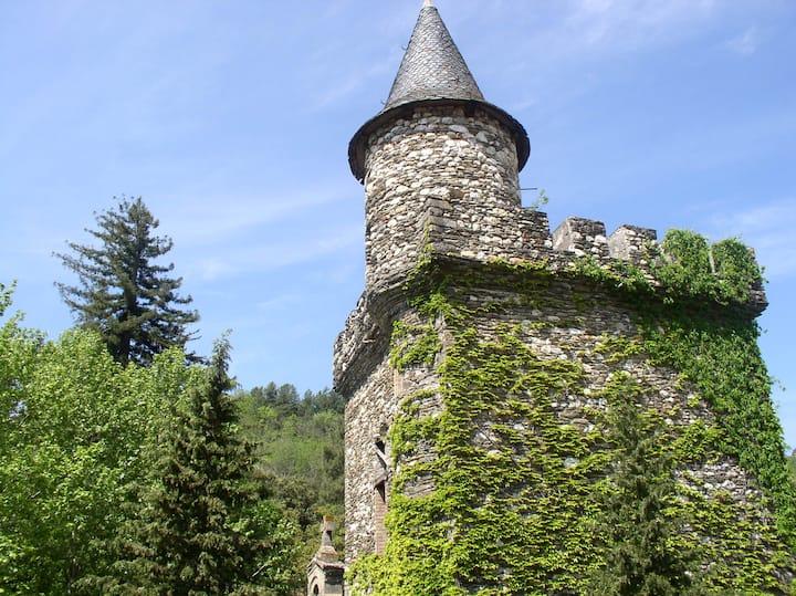 Gite La Draille dans Château Médiéval