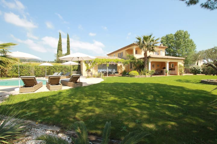 Villa provençale climatisée avec piscine chauffée