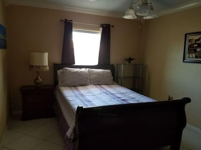 Cozzy Queen Room & private bathroom - Miami Gardens - Haus