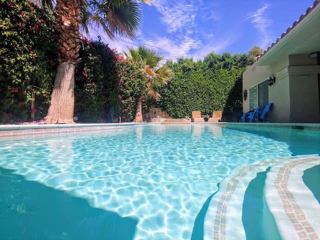 Luxury Villa, 10 min to Coachella, Walk to BNP