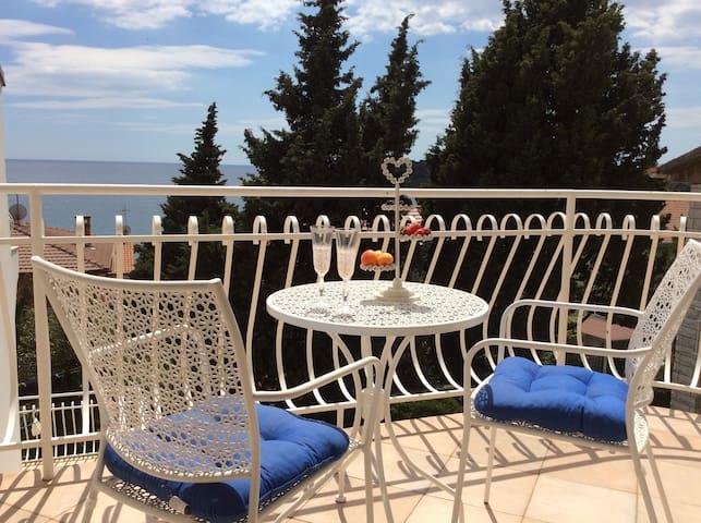 Villa Moira-30 m from the sea ap.3.