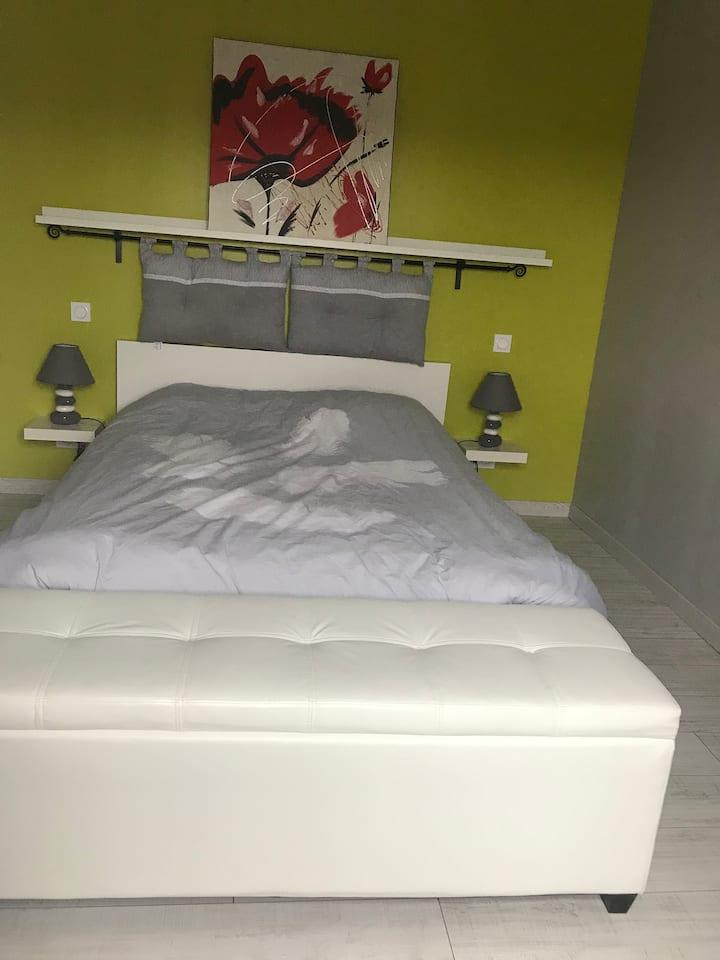 Chambre dans petite maison