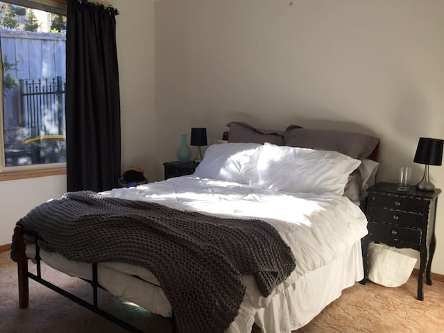 Cosy, Quiet Room with Style - Blackmans Bay - House