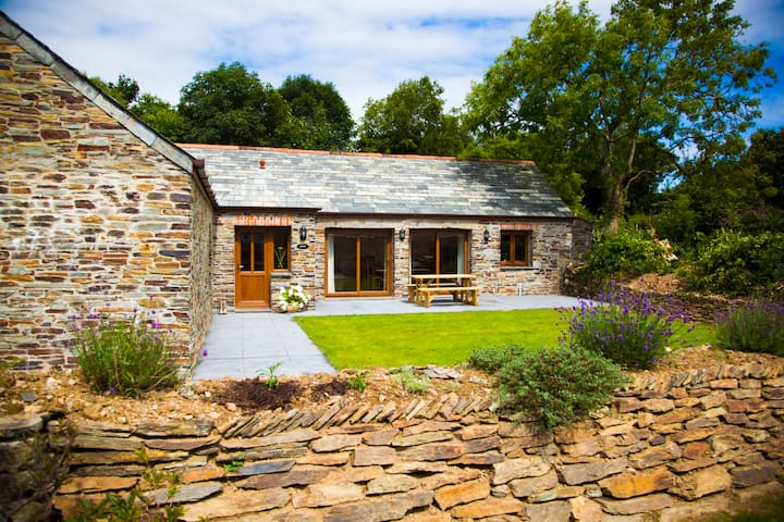 Linhay - Two bedroom barn conversion near Padstow
